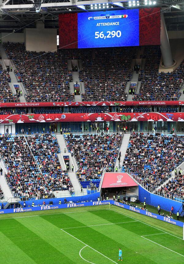 Информация о количестве зрителей на матче на табло стадиона Санкт-Петербург во время матча Кубка конфедераций-2017 между сборными Новой Зеландии и Португалии