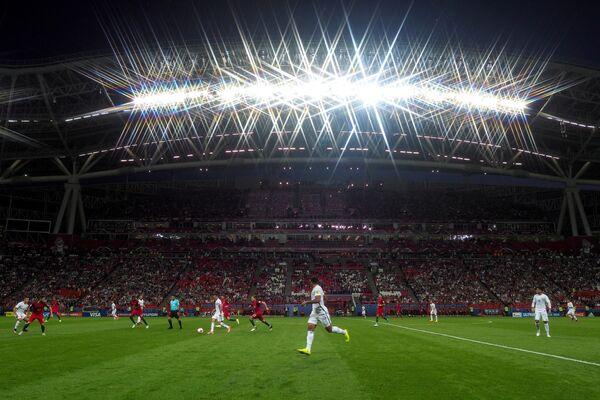 Игровой момент полуфинального матча Кубка конфедераций-2017 между сборными Португалии и Чили