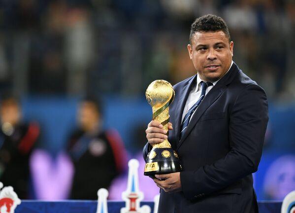 Бразильский футболист Роналдо