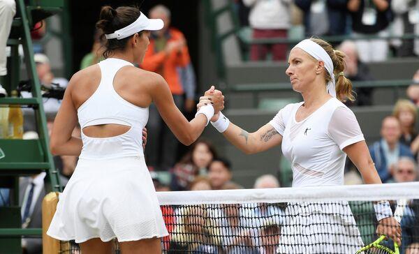 Российская теннисистка Светлана Кузнецова (справа)