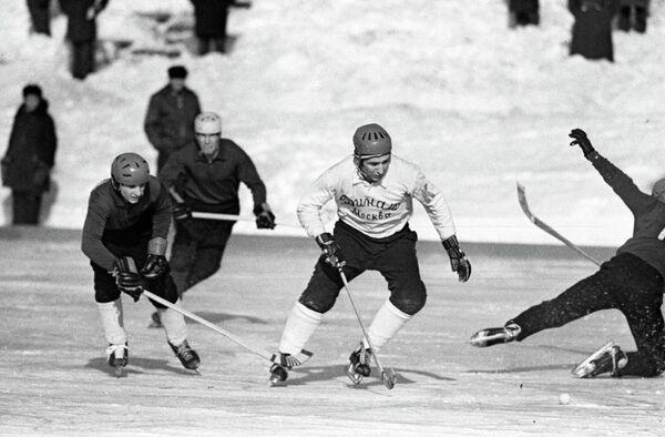 Хоккеист Валерий Маслов (Динамо, Москва)