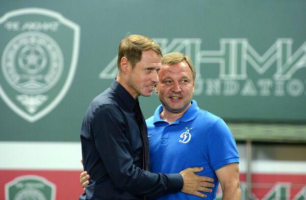 Главный тренер ФК Ахмат Олег Кононов (слева) и главный тренер ФК Динамо Юрий Калитвинцев