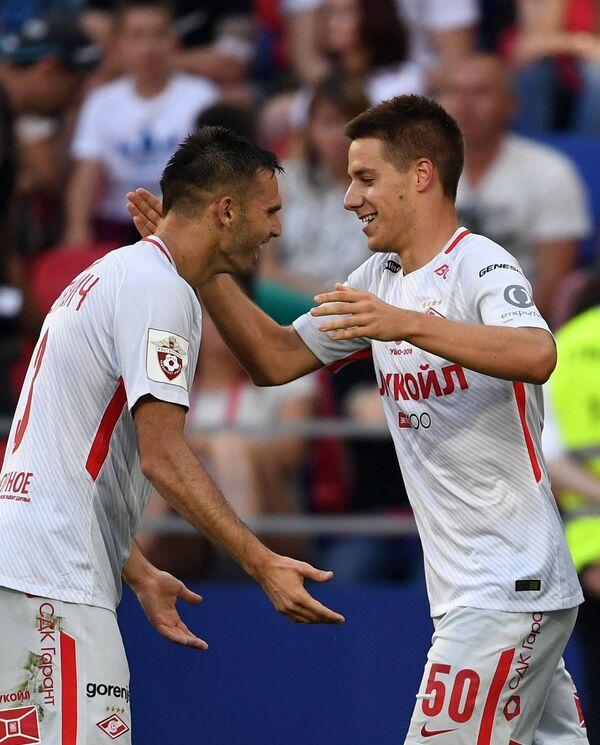 Футболисты Спартака Марко Петкович (слева) и Марио Пашалич