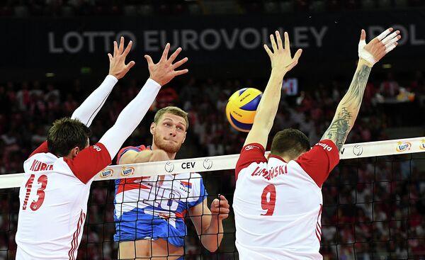 Игровой момент матча чемпионата Европы по волейболу Польша - Сербия