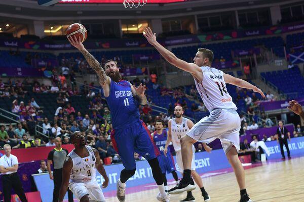 Игровой момент матча баскетбольных сборных Великобритании и Бельгии