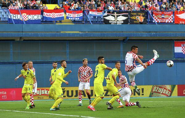 Игровой момент матча отборочного турнира чемпионата мира 2018 года между сборными Хорватии и Косово