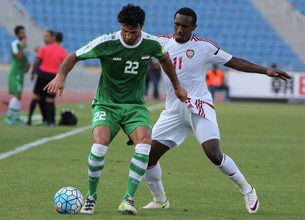 Игровой момент матча по футболу между сборными Ирака и ОАЭ