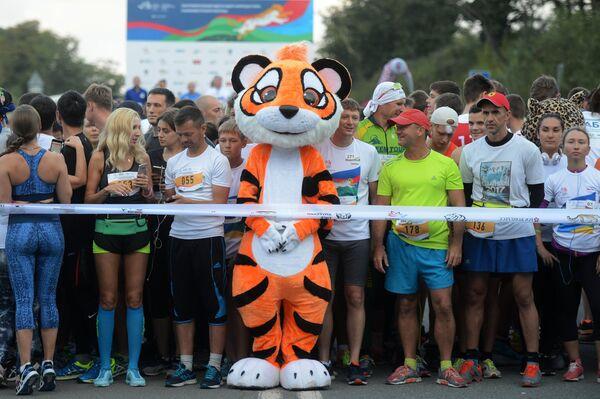 Участники благотворительного забега в защиту амурского тигра и дальневосточного леопарда