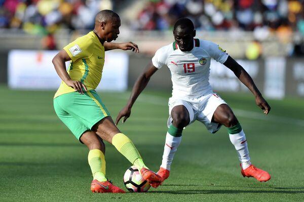 Игровой момент матча ЮАР - Сенегал