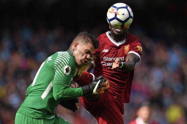 Вратарь Манчестер Сити Эдерсон Мораес и нападающий Ливерпуля Садьо Мане (слева направо)