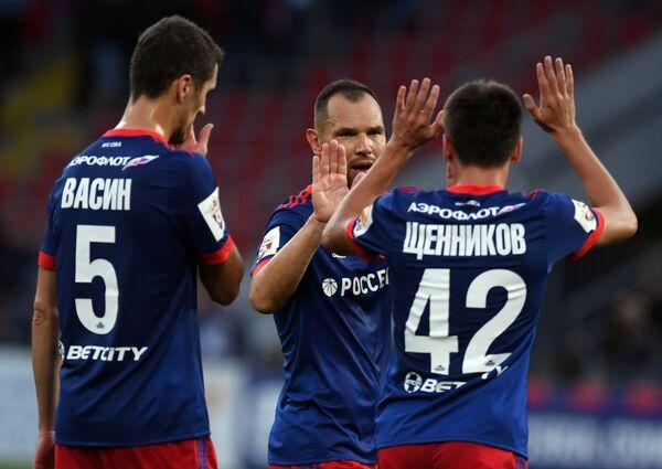 Защитники ПФК ЦСКА Виктор Васин, Сергей Игнашевич и Георгий Щенников (слева направо)