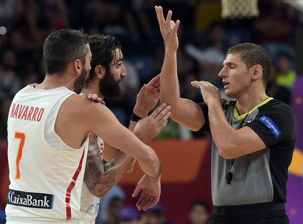 Баскетболисты сборной Испании Хуан Карлос Наварро и Рики Рубио (слева направо)