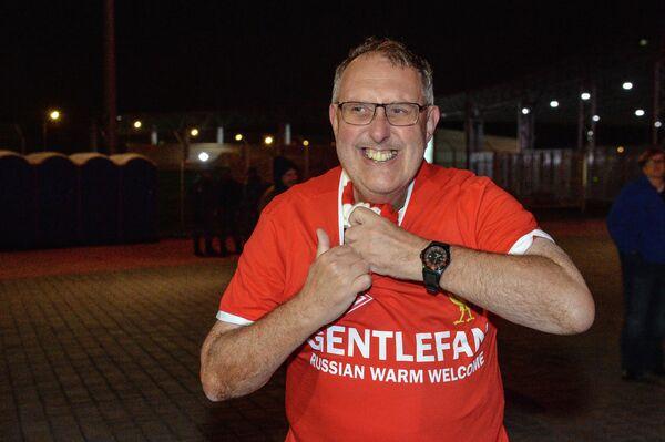 Болельщик во время проведения акции Gentlefan перед началом матча