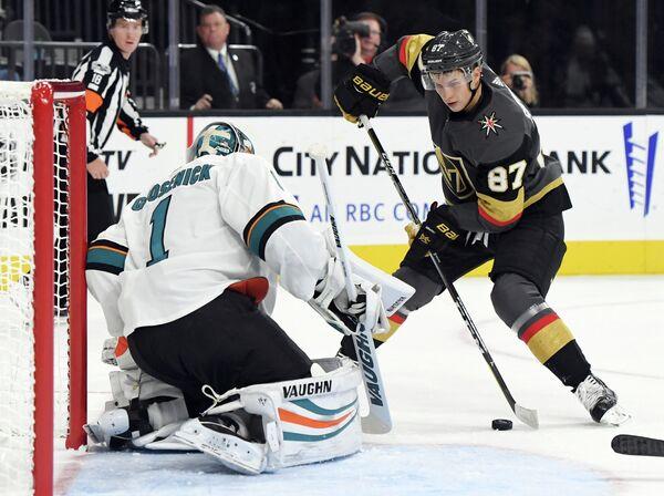 Нападающий клуба НХЛ Вегас Голден Найтс Вадим Шипачев