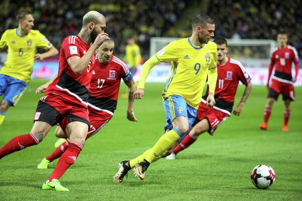 Нападающий сборной Швеции по футболу Маркус Берг (№9)