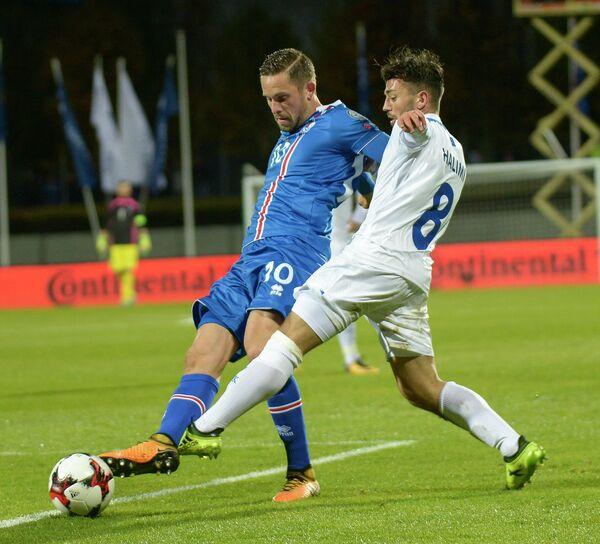Игровой момент матча Исландия - Косово
