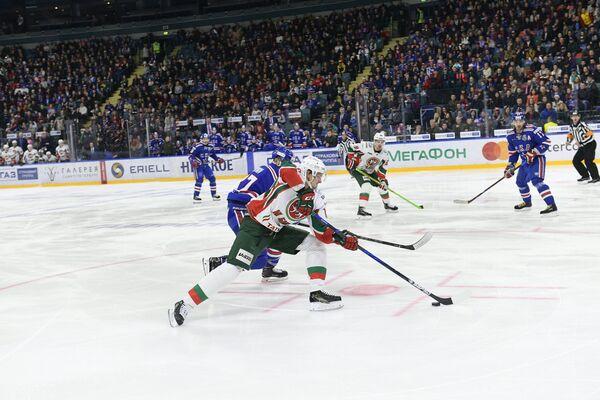 Игровой момент матча регулярного чемпионата КХЛ между петербургским СКА и казанским Ак Барсом