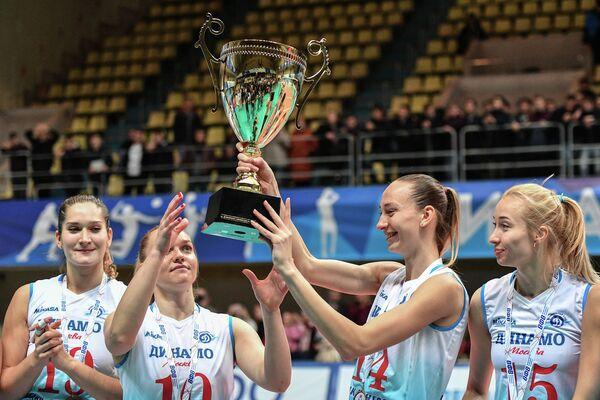 Волейболистки московского Динамо Дарья Исаева, Екатерина Панкова, Анна Лазарева, Наталья Ходунова (слева направо)