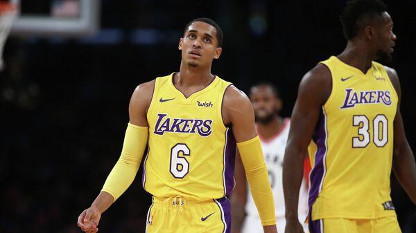 Баскетболисты Лос-Анджелес Лейкерс Джордан Кларксон и Джулиус Рэндл (слева направо)
