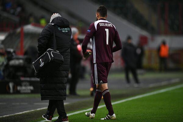 Вратарь Локомотива Маринато Гилерме покидает поле