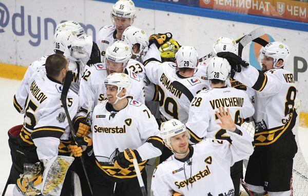 Хоккеисты Северстали радуются победе