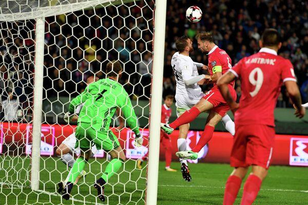 Игровой момент отборочного матча ЧМ-2018 между сборными Сербии и Грузии