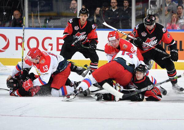 Игровой момент матча сборной WHL и молодежной сборной России