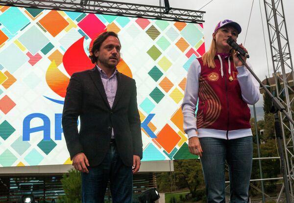 Светлана Журова (справа)