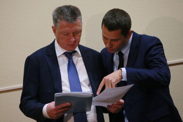 Президент ВФЛА Дмитрий Шляхтин (слева) и вице-президент ВФЛА, главный тренер сборной России по легкой атлетике, олимпийский чемпион Юрий Борзаковский