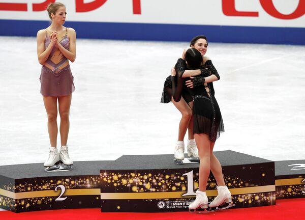 Полина Цурская, Евгения Медведева и Каролина Костнер (справа налево)