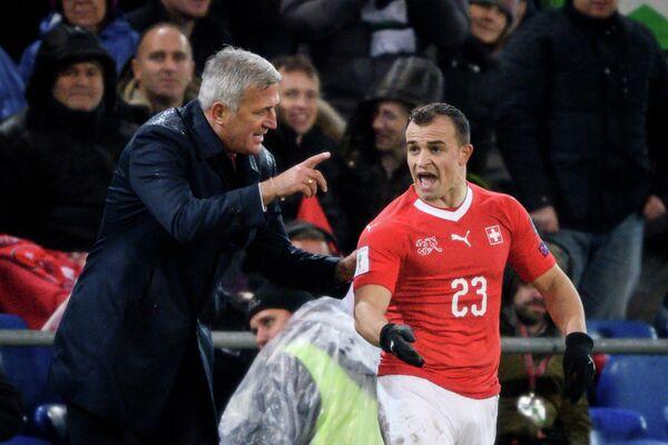 Главный тренер сборной Швейцарии по футболу Владимир Петкович и полузащитник Джердан Шакири