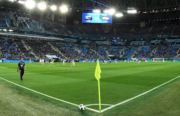 Разминка сборных Росcии и Испании перед началом товарищеского матча