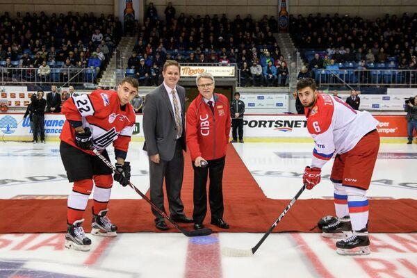 Защитник молодежной сборной России по хоккею Егор Зайцев (справа)