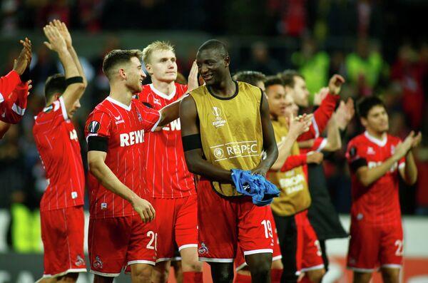 Футболисты Кельна радуются победе