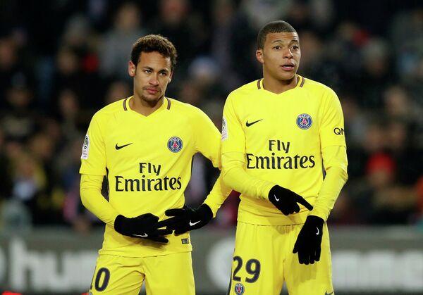 Футболисты Пари Сен-Жермен Неймар и Килиан Мбаппе (слева направо)