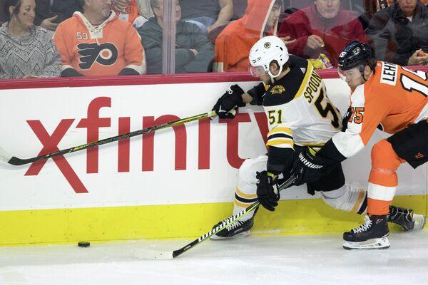 Форвард клуба НХЛ Бостон Брюинз Райан Спунер (№51)