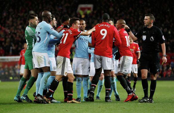 Игровой момент матча чемпионата Англии по футболу между Манчестер Юнайтед и Манчестер Сити
