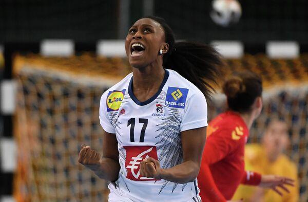 Гандболистка сборной Франции Сираба Дембеле