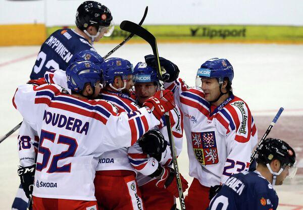 Хоккеисты сборной Чехии радуются забитому голу