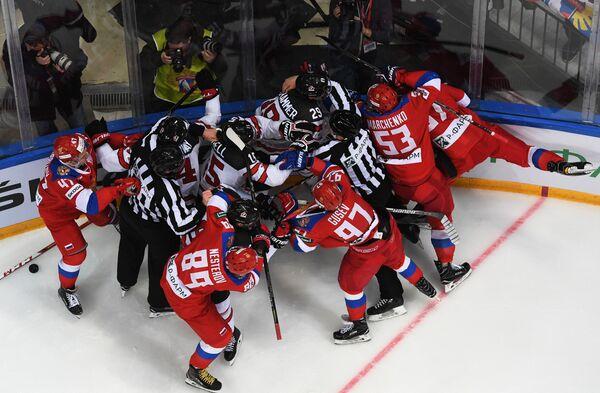 Потасовка в матче Россия - Канада