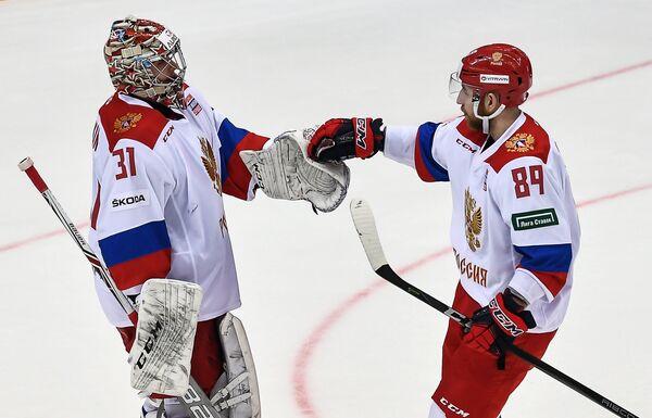 Вратарь сборной России Илья Сорокин (слева) и форвард сборной России Никита Нестеров