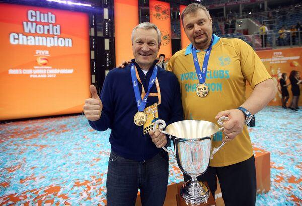 Вице президент Федерации волейбола Республики Татарстан Ильхам Рахматуллин и главный тренер казанского Зенита Владимир Алекно (слева направо)