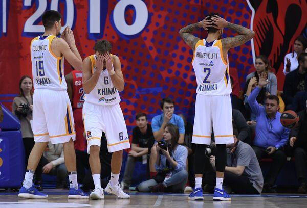 Игроки БК Химки Марко Тодорович, Егор Вяльцев и Тайлер Ханикатт (слева направо)