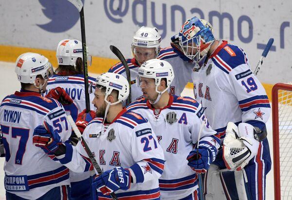 Хоккеисты СКА радуются победе
