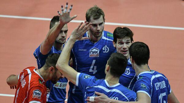 Игроки ВК Динамо радуются выигранному очку