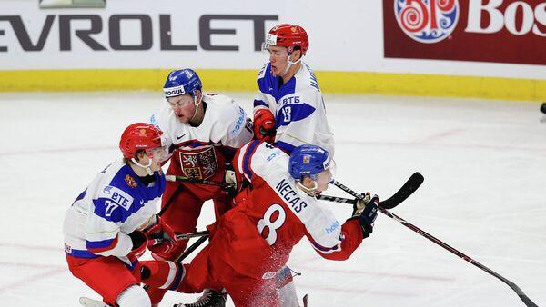 Игровой момент молодежного чемпионата мира по хоккею между сборными России и Чехии