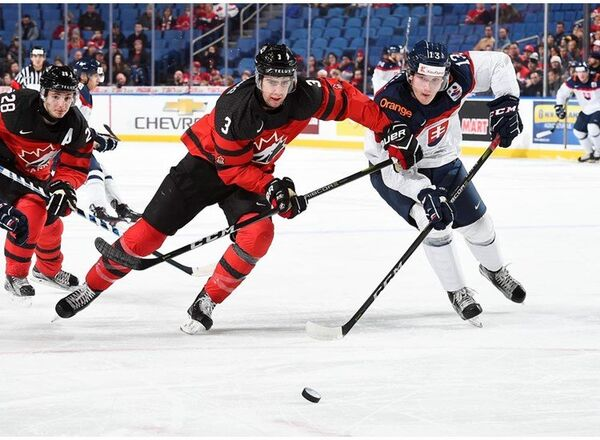 Игровой момент матча молодежных сборных Канады и Словакии
