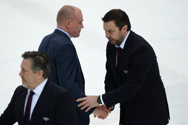Андрей Разин (второй слева) и Илья Воробьев (справа)