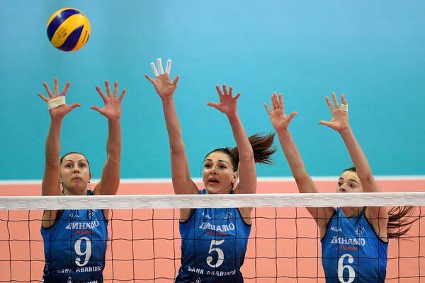 Игроки Динамо Вера Ветрова, Елена Гендель и Яна Щербань (слева направо)