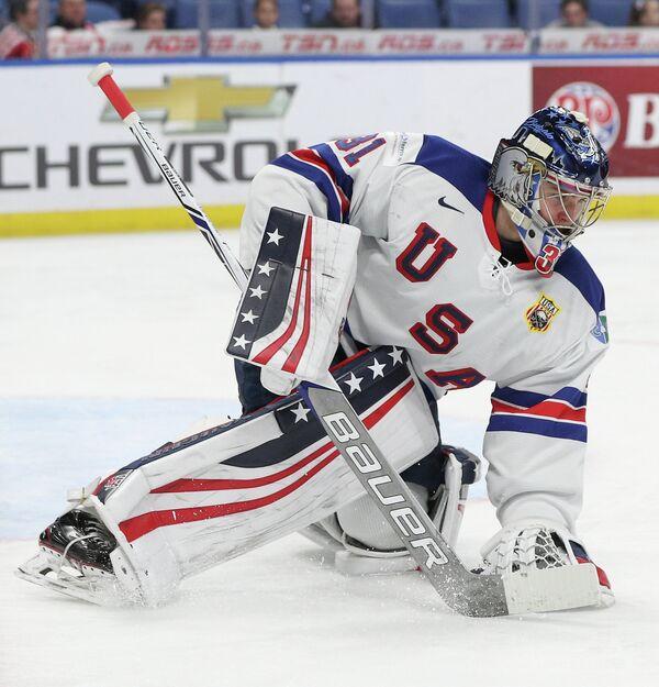 Голкипер молодежной сборной США по хоккею Йозеф Уолл